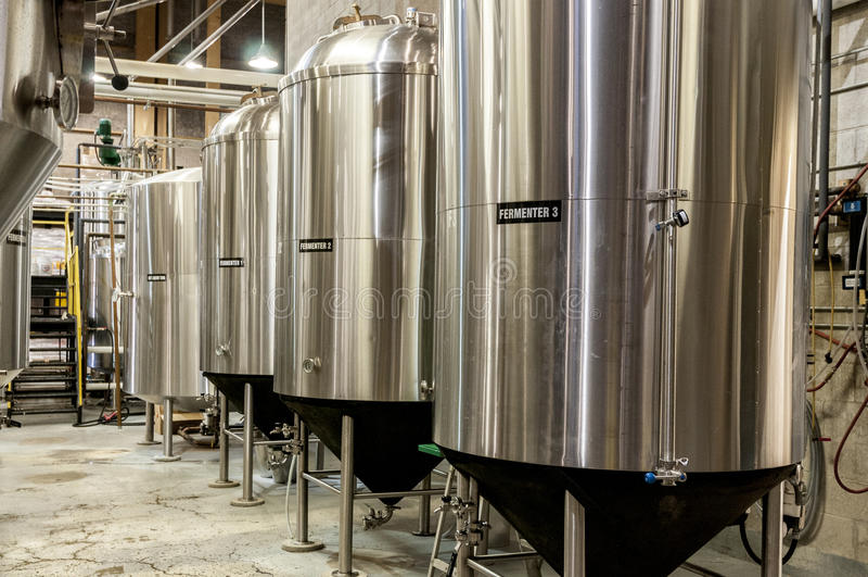 Réservoir de fermenteur de bière images libres de droits
