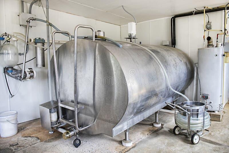 Réservoir de pasteurisation de lait images stock