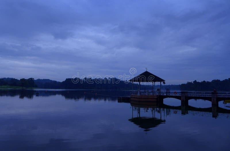 Réservoir de Pierce, Singapour - scène d'aube image stock