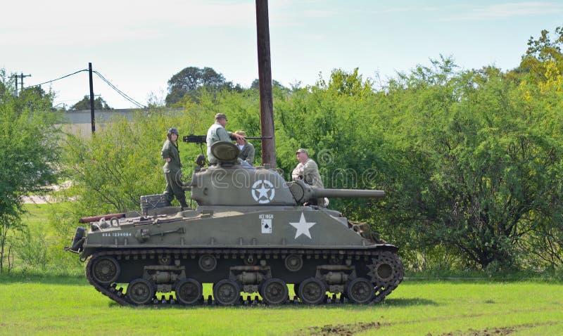 Réservoir de Sherman dans la reconstitution historique de WWII photo libre de droits