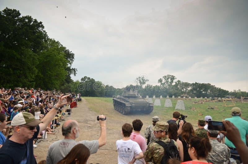 Réservoir de Sherman dans la reconstitution historique de WWII image libre de droits