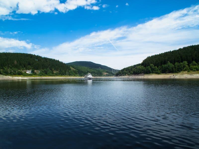 Réservoir sur la rivière d'Oker dans les montagnes de Harz photo stock