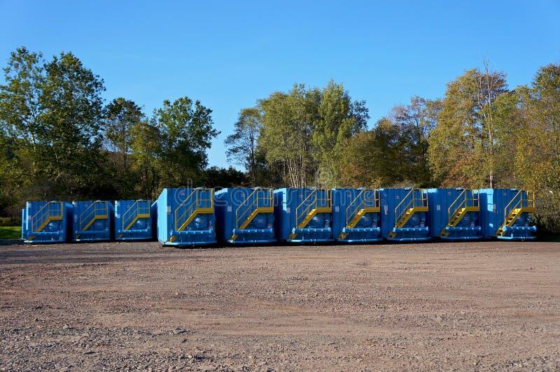 Réservoirs à deux niveaux en acier photographie stock