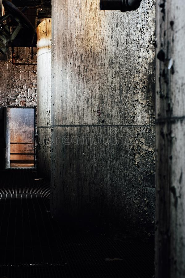 Réservoirs abandonnés de fermentation - vieille distillerie abandonnée de corneille - le Kentucky photos libres de droits