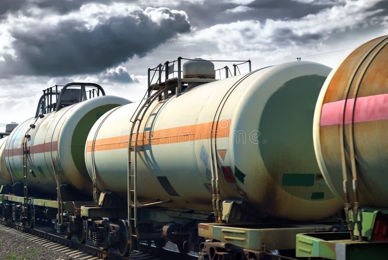 Réservoirs d'huile de transport par chemin de fer image libre de droits