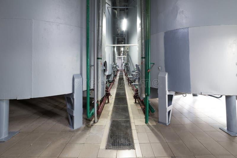Réservoirs de gris en acier pour la fermentation de par levure photos libres de droits