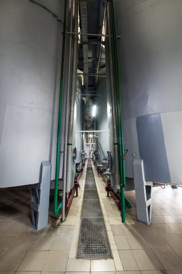 Réservoirs de gris en acier pour la fermentation de par levure image stock