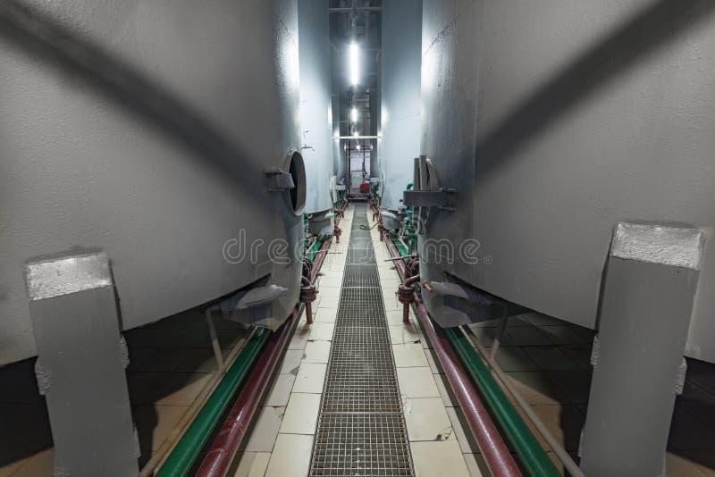 Réservoirs de gris en acier pour la fermentation de par levure photo stock