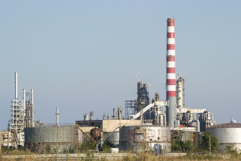 Réservoirs de refroidissement de raffinerie de pétrole photo stock