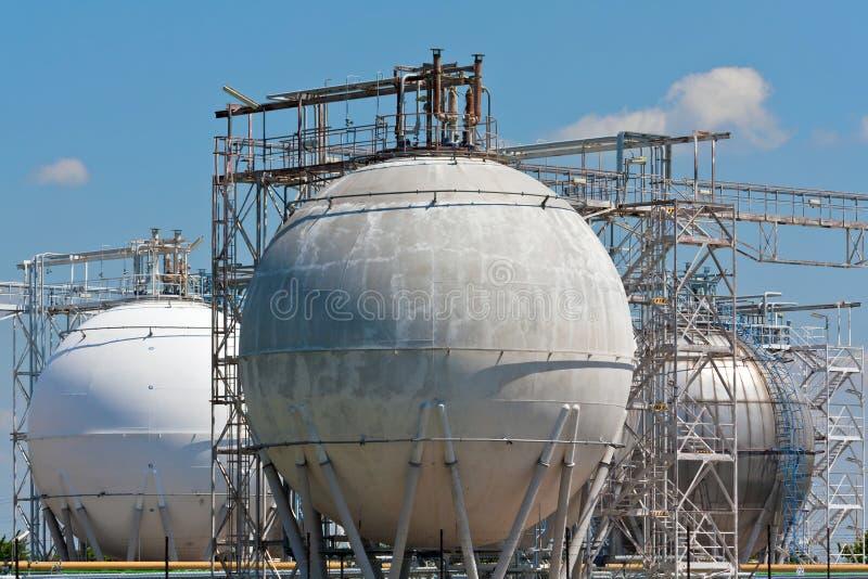 Réservoirs de stockage de raffinerie photo libre de droits