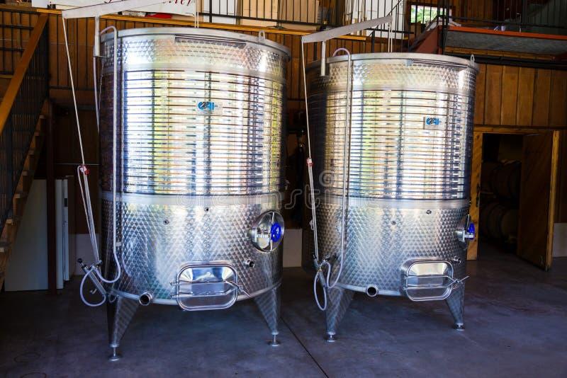 Réservoirs de vin d'acier inoxydable photos libres de droits