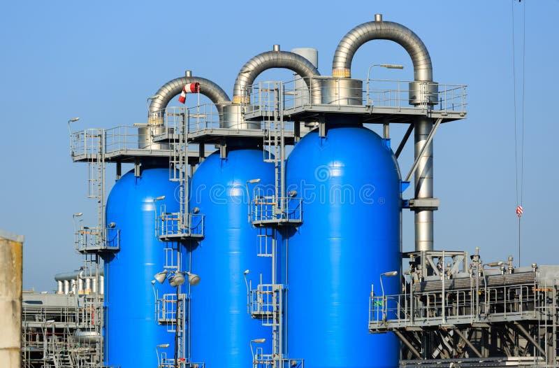 Réservoirs sous pression bleus photos stock