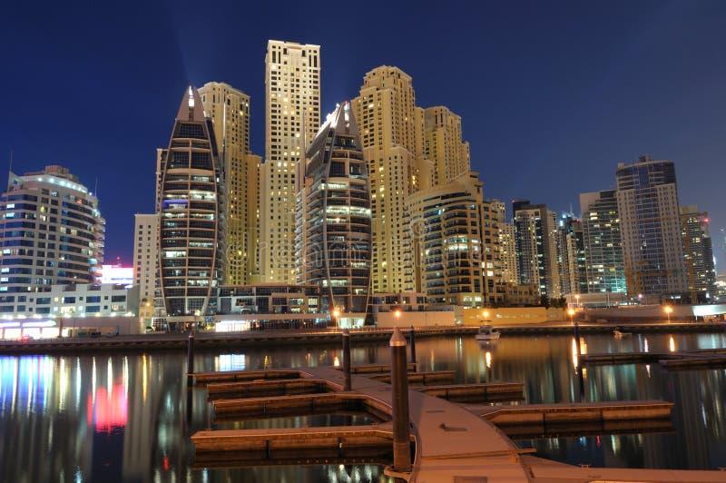 Résidence de marina de Dubaï la nuit images libres de droits