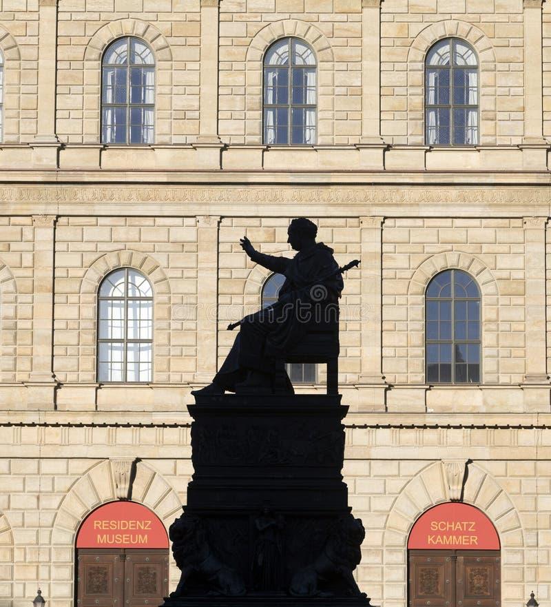 Résidence de Munich avec la statue photographie stock libre de droits