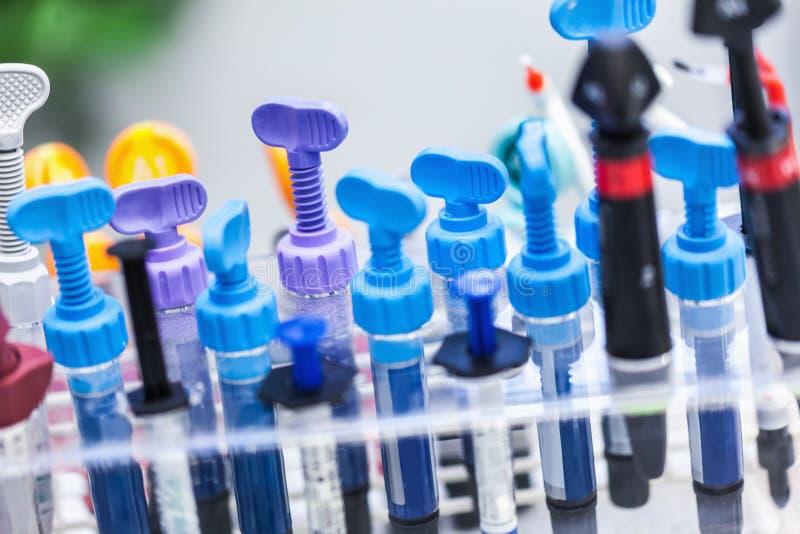 Résines composées dentaires photographie stock libre de droits