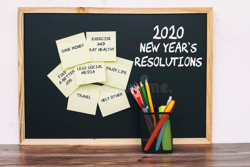 2020 résolutions de nouvelle année énumèrent sur les notes collantes photographie stock