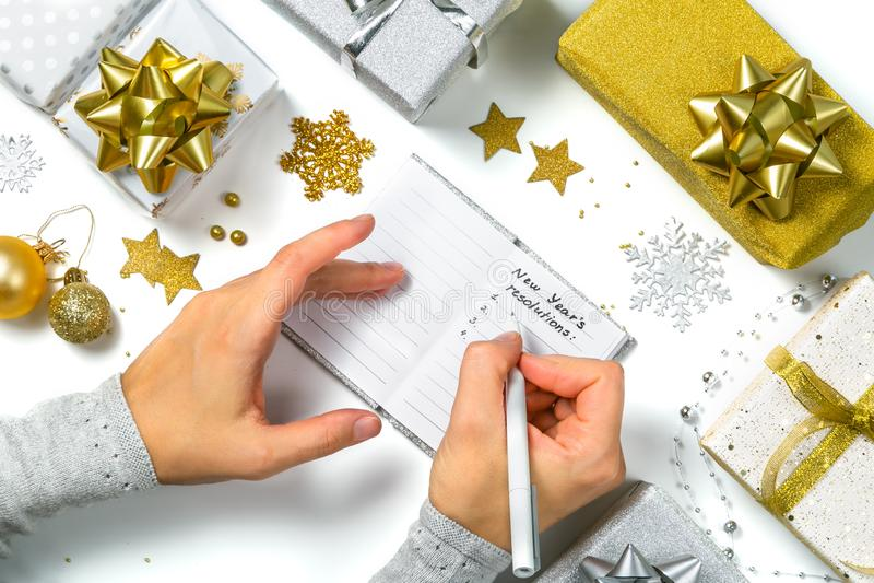 Résolutions de nouvelle année - fabrication de la liste des résolutions photographie stock