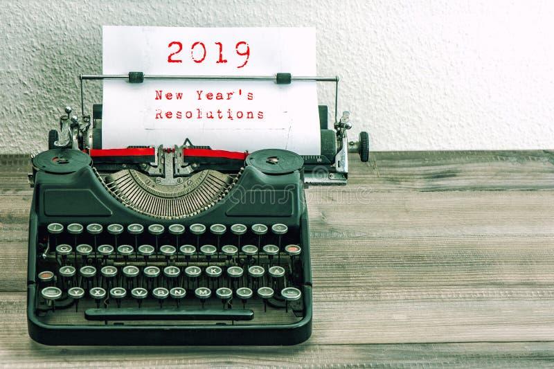 Résolutions 2019 de nouvelles années de page de livre blanc de machine à écrire photos libres de droits