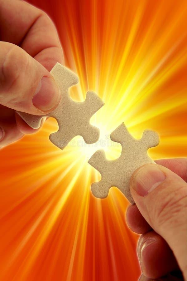 Résoudre de puzzle photos stock