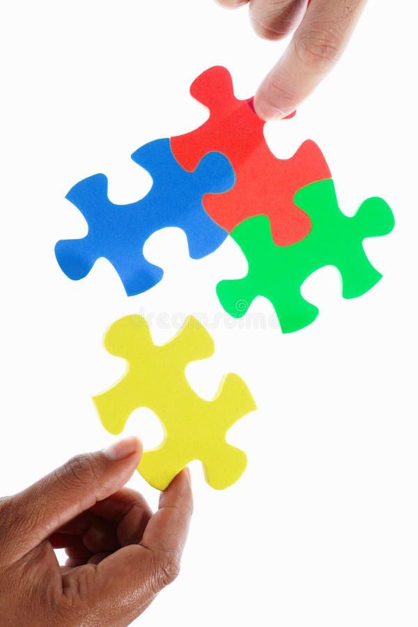 Résoudre le puzzle coloré photos stock