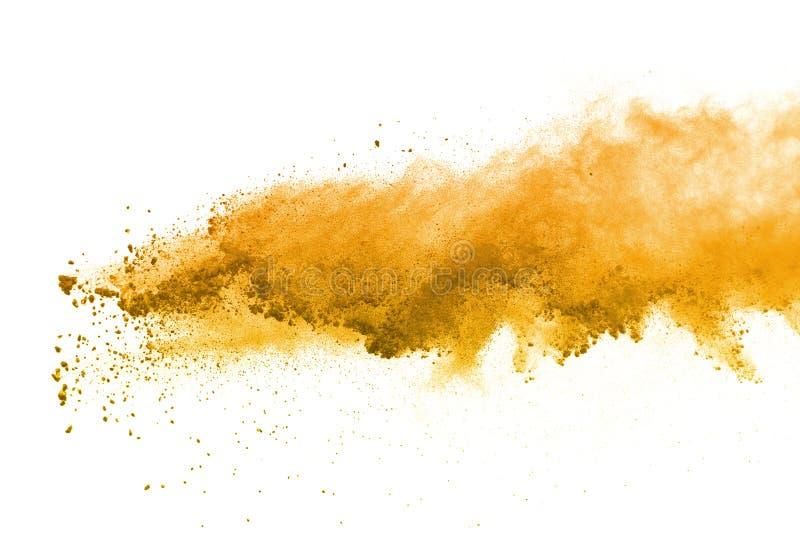 Résumé d'explosion jaune de poudre sur le fond blanc Isolat splatted par poudre jaune Nuage coloré La poussière colorée éclatent  images stock