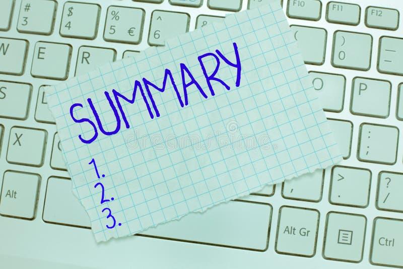 Résumé des textes d'écriture de Word Concept d'affaires pour la version abrégée concise de synthèse d'abrégé sur déclaration photographie stock libre de droits