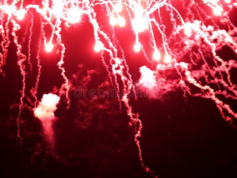 Résumé, feux d'artifice, image brouillée Fond de Noël Lumière avec les étincelles rougeoyantes, carte de voeux de Joyeux Noël images stock