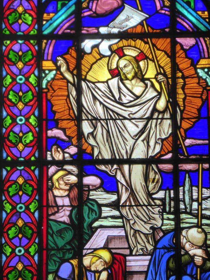 Résurrection du Christ sur la fenêtre en verre teinté photos libres de droits