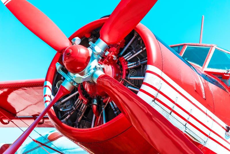 Rétro avion rouge de moteur de propulseur image libre de droits