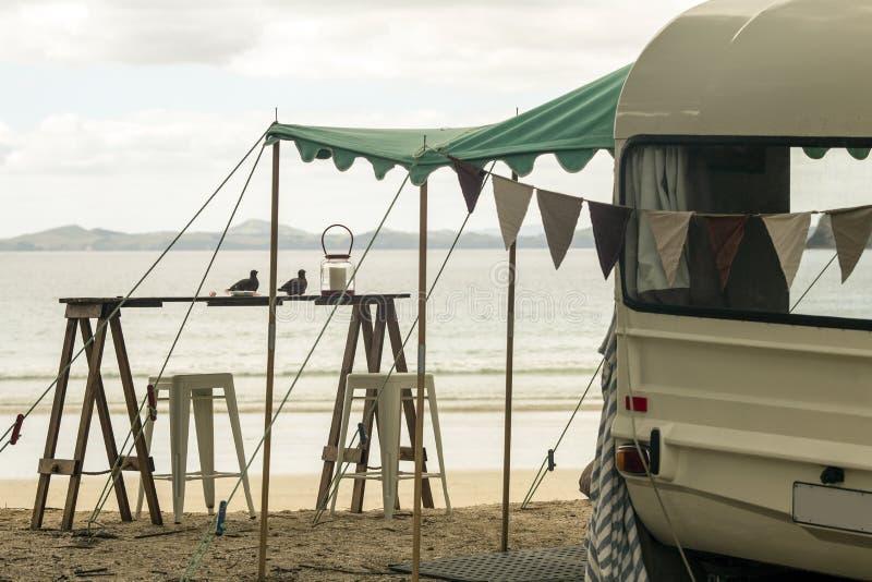 Rétro caravane photographie stock libre de droits