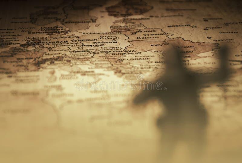 Rétro champ de bataille européen avec le soldat image libre de droits