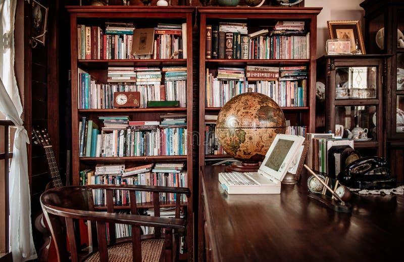 Rétro conce en bois rustique de décoration intérieure de meubles de vintage image stock