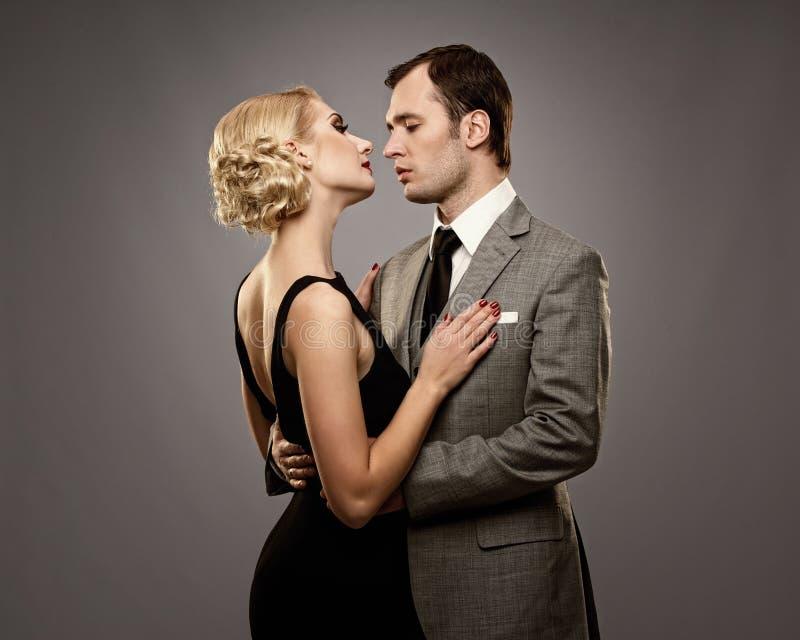 Rétro couples dans l'amour photos libres de droits
