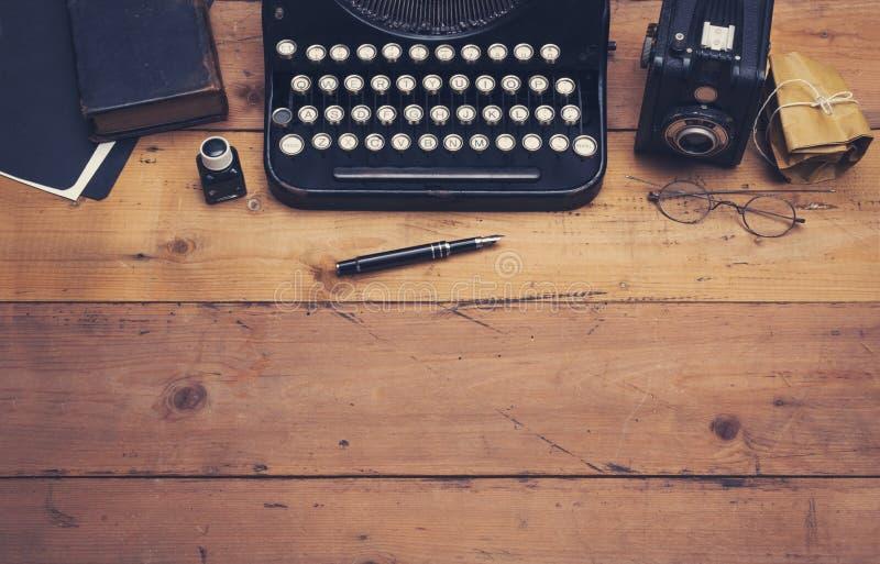 Rétro en-tête de héros de machine à écrire photographie stock libre de droits