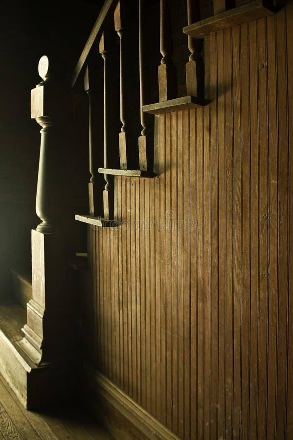 Rétro escaliers en bois photo stock
