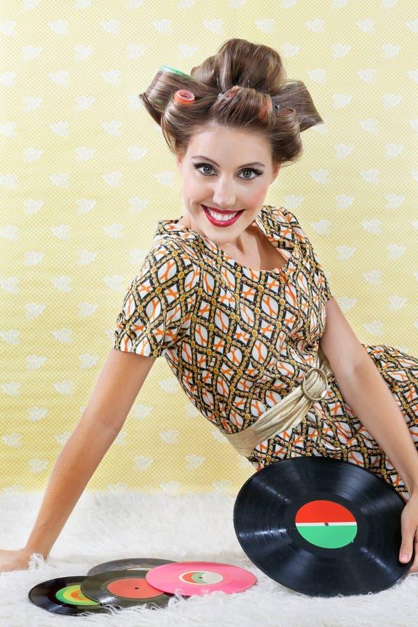 Rétro femme de style avec des disques vinyle image stock