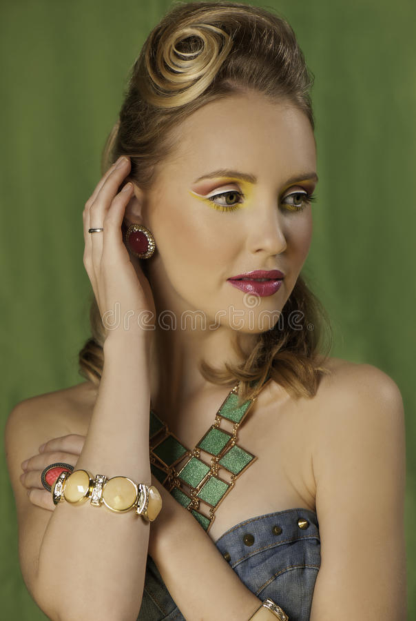 Rétro fille de goupille- avec le maquillage coloré images libres de droits