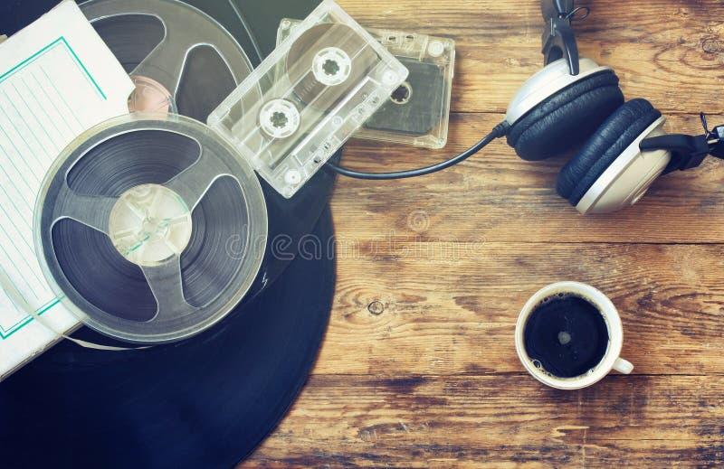 Rétro fond de musique, tasse de café photographie stock libre de droits
