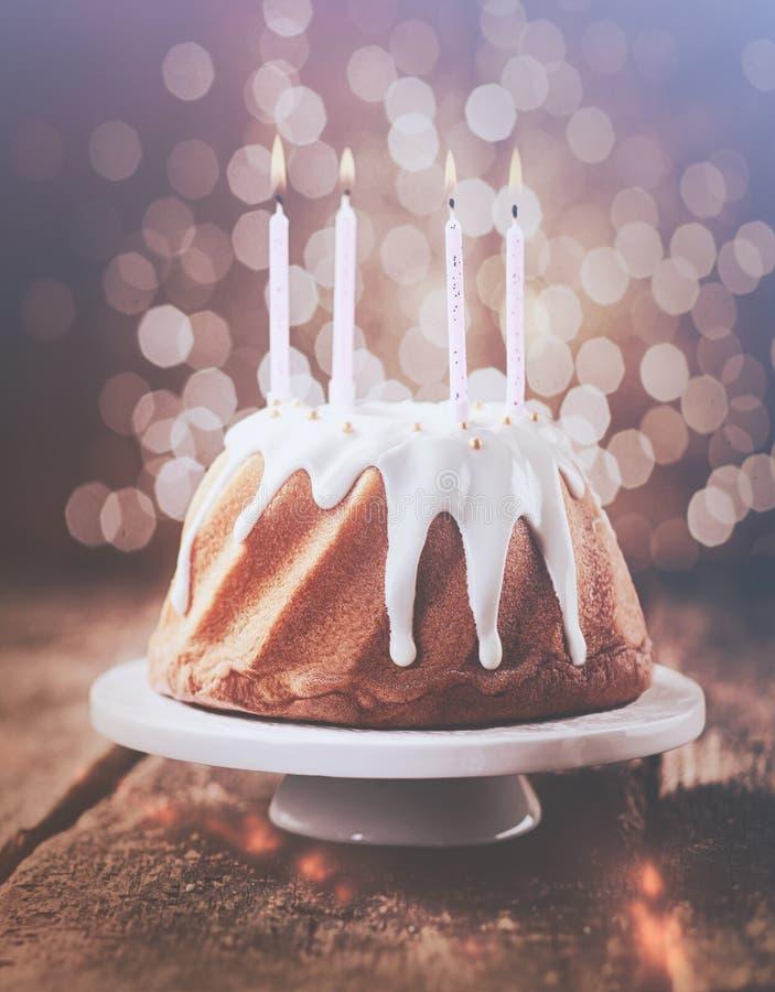 rétro gâteau d'anniversaire d'effet de vintage photo stock - image