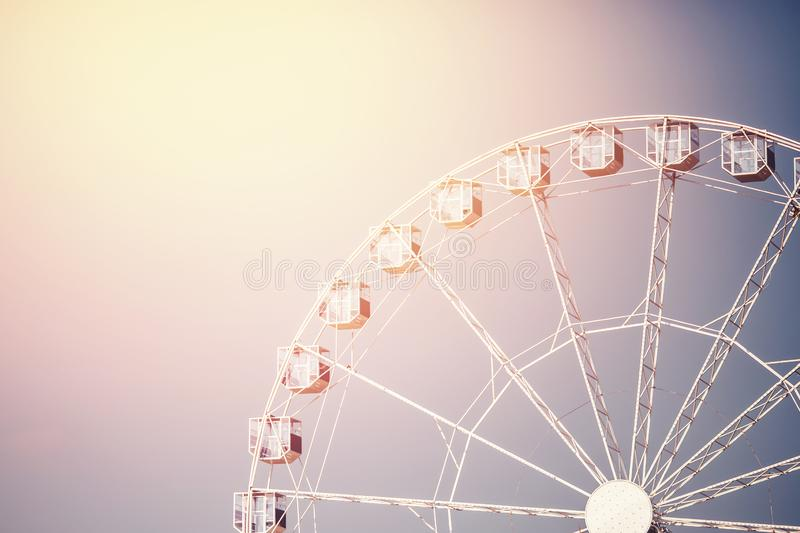 Rétro grande roue d'image de parc d'attractions photographie stock