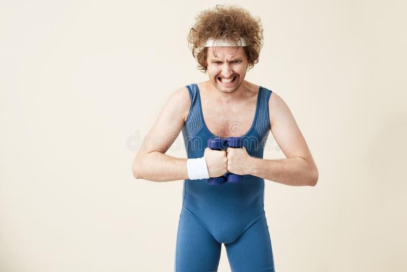 Rétro homme dans l'élaboration démodée de costume de sport image libre de droits