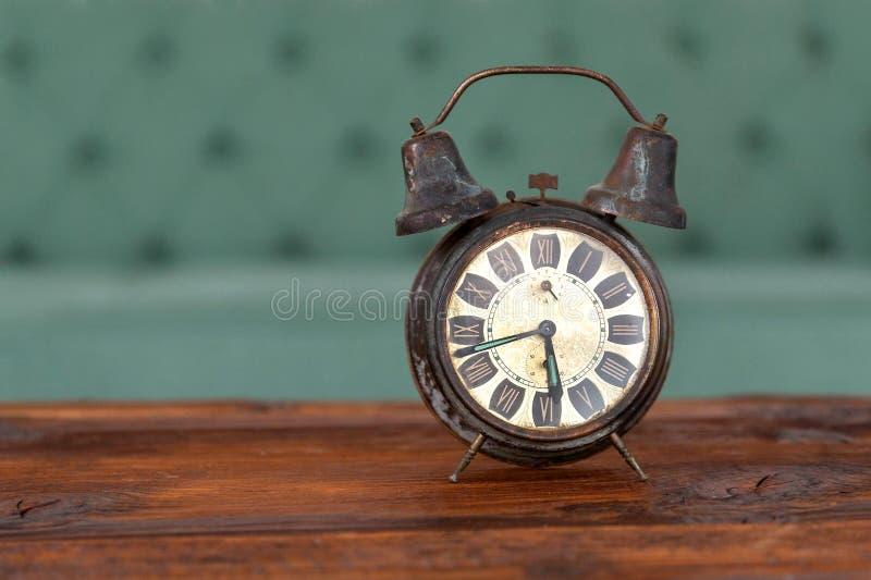 Rétro horloge d'alarme image libre de droits