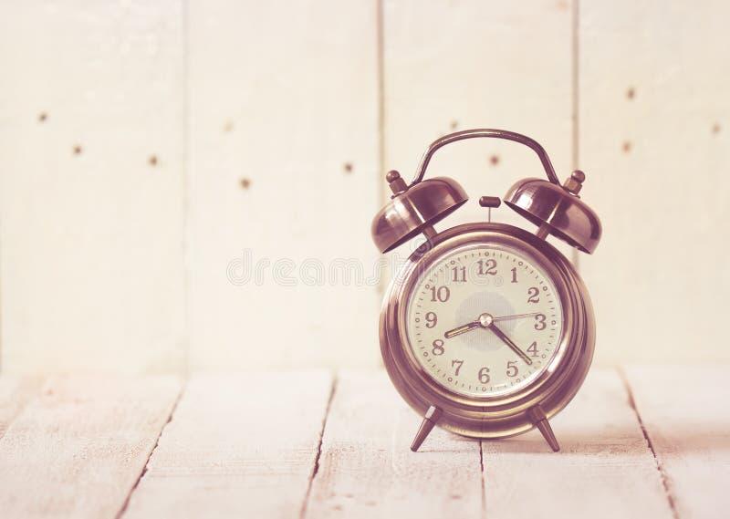 Rétro horloge d'alarme photographie stock