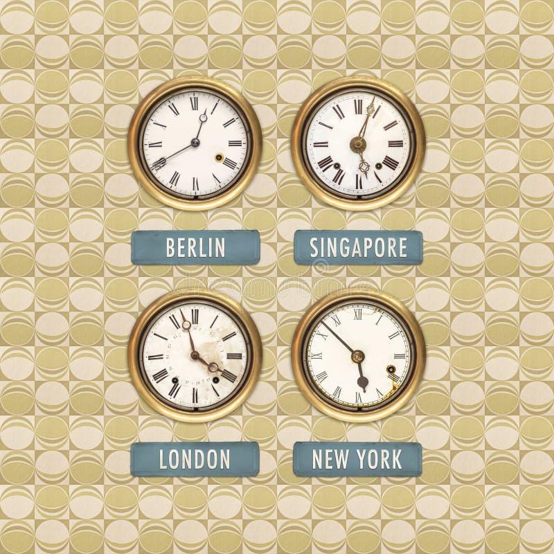 Rétro image dénommée de vieilles horloges avec des temps du monde photo stock