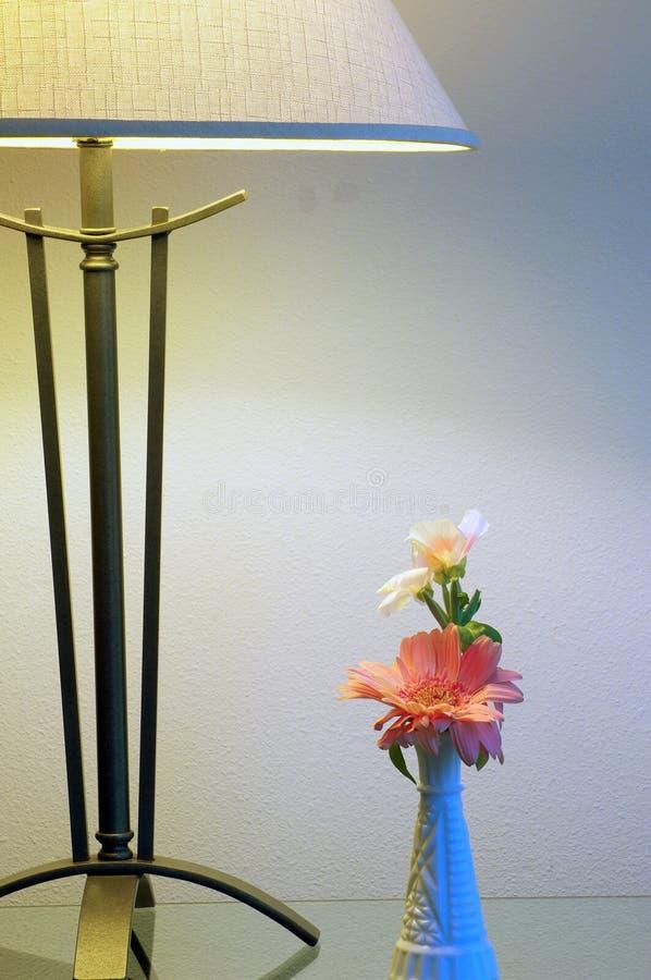 Rétro lampe et vase image libre de droits