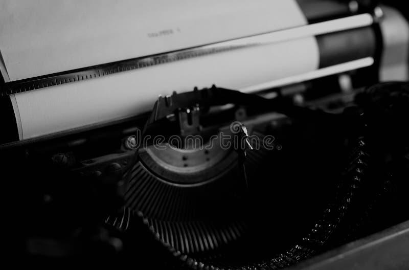 Rétro lettre noire et blanche de machine à écrire image libre de droits