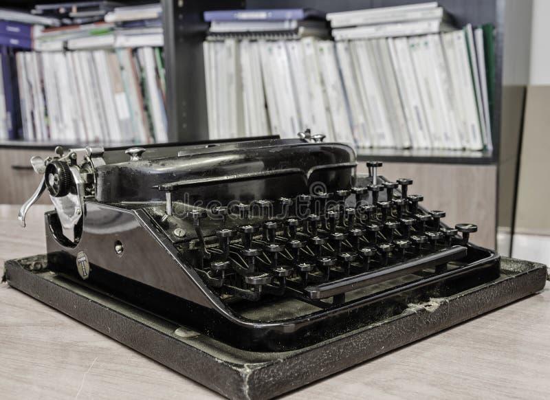 Rétro machine à écrire de bureau photos libres de droits