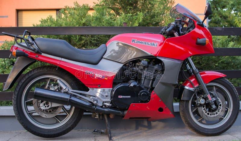 Rétro moto de Kawasaki GPZ photographiée dehors Vélo légendaire de film Top Gun photographie stock libre de droits