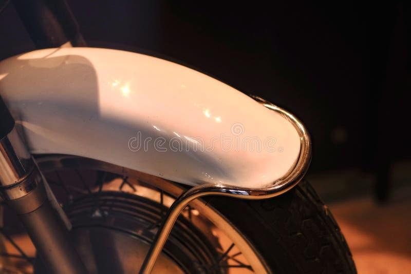 Rétro motocyclette, roue de vieille école photo stock
