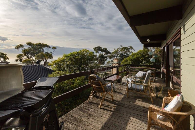 Rétro patio de style à une cabane australienne de plage photographie stock libre de droits